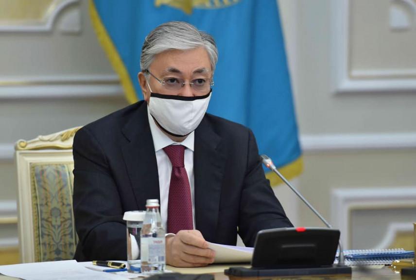 Президент Казахстана подписал закон о запрете на любые подарки для госслужащих