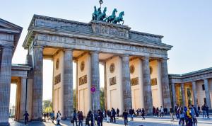 Профсоюзы добились повышения зарплат госслужащим Германии