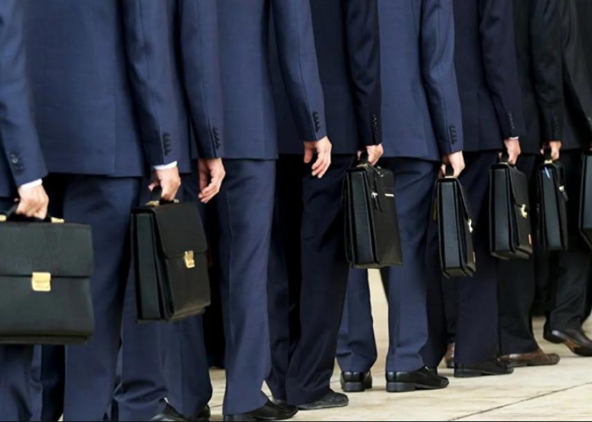 Госслужащие попали на четвертую строчку рейтинга самых престижных профессий