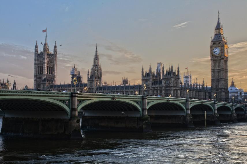 Госслужащие Соединенного Королевства могут остаться без зарплаты