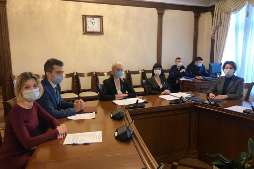 Госслужащие Ленобласти отметили День борьбы с коррупцией семинаром и викториной