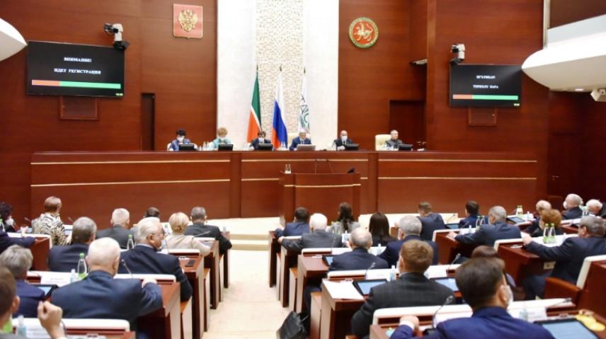 В Татарстане награжденным госслужащим заплатят при увольнении