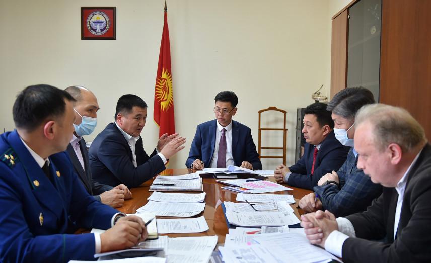В Киргизии продолжают обсуждать пути реализации указа о новой кадровой политике
