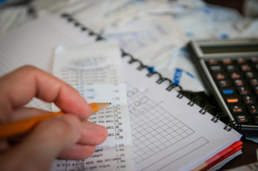 Кабмин предложил изымать неподтвержденные доходы со счетов служащих
