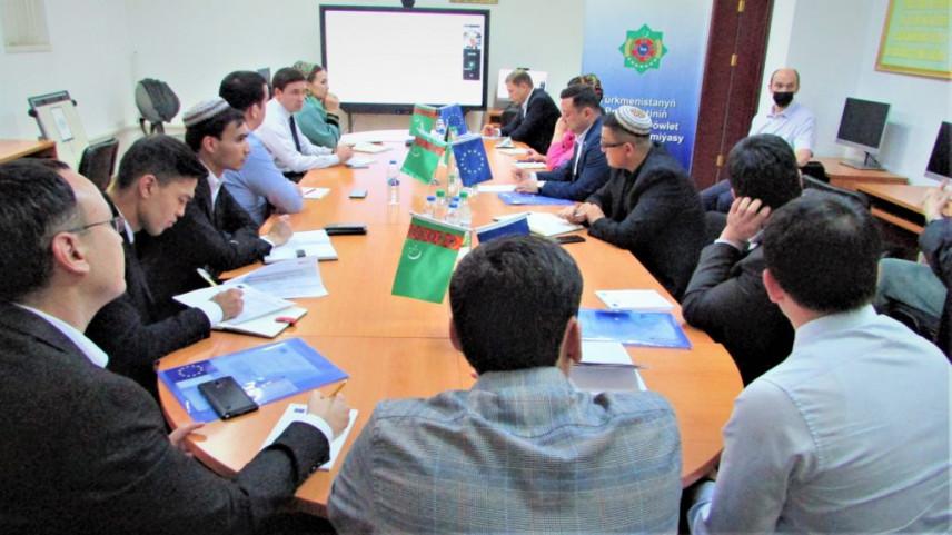 В Туркменистане стартовал образовательный пилот по госуправлению