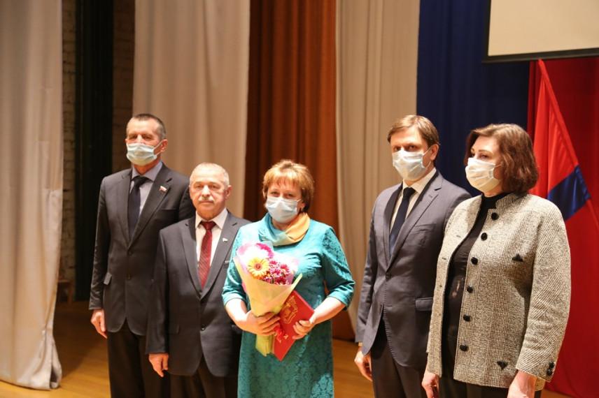Глава Орловщины наградил лучших муниципальных служащих региона