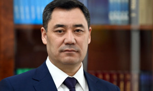 В Киргизии штат чиновников сократят на треть