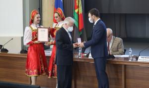 Лучших сотрудников муниципалитетов наградили в Липецкой области