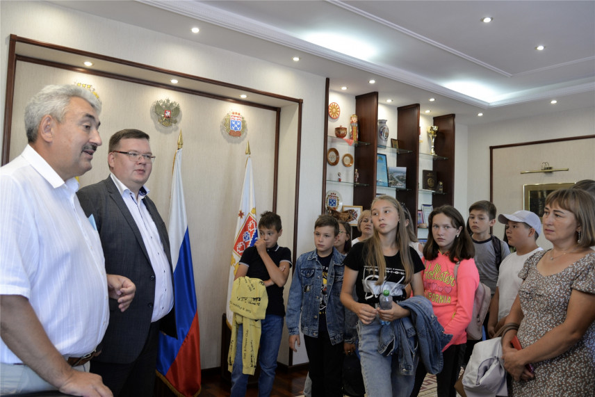 Республиканские школьники побывали на экскурсии в администрации Чебоксар