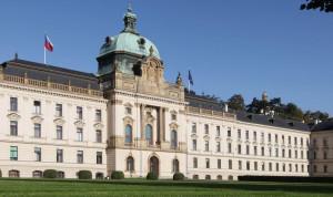 Госслужащие Чехии получат 2 дня к отпуску за прививку