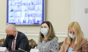 На госслужбе Украины женщин в 2,8 раза больше, чем мужчин