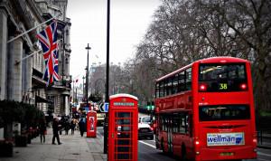 Британских госслужащих хотят вернуть из дома в офисы